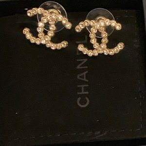 💯Auth Chanel Strass CC Stud earrings Gorgeous🥰😘
